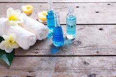 Badekurort Wellnesseinstellung in den blauen, gelben und weißen Farben Stockfoto