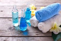 Badekurort Wellnesseinstellung in den blauen, gelben und weißen Farben Stockbilder