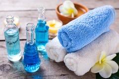 Badekurort Wellnesseinstellung in den blauen, gelben und weißen Farben Stockbild