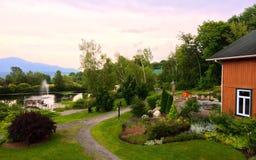 Badekurortgarten-Anordnungsferien entspannen sich Ansicht Lizenzfreie Stockbilder