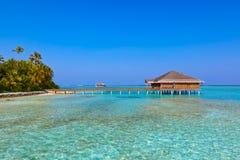 Badekurortsaal auf Malediven-Insel lizenzfreie stockfotografie