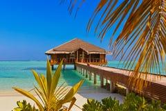 Badekurortsaal auf Malediven-Insel stockbild