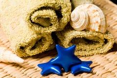 Badekurortsachen auf einem hölzernen Korb Stockbild