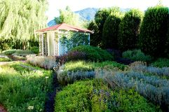 Badekurortschönheitlandhaus im Würziggarten des Luxushotels Albergo lizenzfreie stockfotos