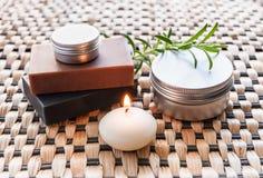 Badekurortstillleben mit Seife und Kerze Lizenzfreies Stockbild