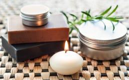 Badekurortstillleben mit Seife und Kerze Lizenzfreie Stockfotos