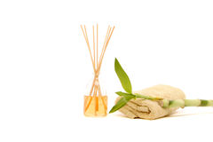 Badekurorttuch, Duftsteuerknüppel und Bambus Lizenzfreies Stockfoto