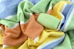 Badekurorttuch und grüne Seife Stockfoto