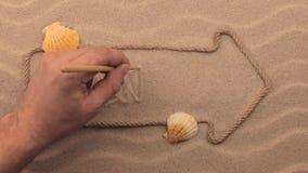 Baden Baden-Aufschrift eigenhändig geschrieben auf den Sand, in den Zeiger gemacht vom Seil stock footage