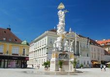 "Baden bei维恩,奥地利†""2013年7月 困扰在Hauptplatz的柱子在Baden bei维恩 库存图片"