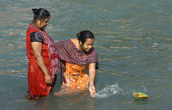 Baden in Haridwar Lizenzfreie Stockfotos