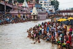 Baden im Ganges Lizenzfreie Stockfotos
