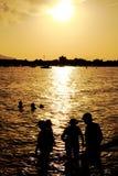 Baden Sie bei Sonnenuntergang Lizenzfreie Stockfotos