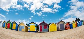 Badend setzen Kästen auf Brighton - Melbourne - Unze auf den Strand lizenzfreies stockfoto