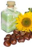Badesalz, Kastanien und Sonnenblume stockfotos