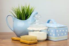 Badetücher und gelbe Gummientchen Felder der persönlichen Hygiene Stockfoto