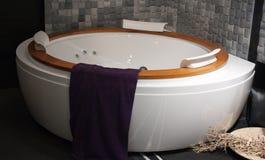badet dekorerar interioren Arkivbilder
