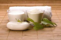badet mjölkar brunnsortwhite Arkivfoton