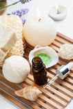Badezimmer BADEKURORT stellte mit ätherischem Öl, Salz, Bombe ein stockbild
