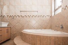 Badezimmer eines neuen Hauses Stockfotografie