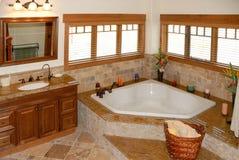 Badezimmer im modernen Haus Stockfotografie