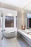 Badezimmer im süßen Raum Lizenzfreie Stockfotografie