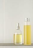 Badezimmer mit dem Duschen der Produkte Lizenzfreie Stockfotos