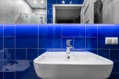 blaue badezimmer fliesen stockfotografie bild 5826772. Black Bedroom Furniture Sets. Home Design Ideas