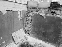 Badezimmererneuerung und ausgerichtete Wände stockbild