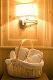 Badezimmerroben und -hefterzufuhren stockbilder
