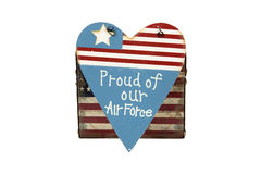 Badge mit einem Adler, der eine Klinge, ein Schild und ein Militärflugzeug anhält Stockfotografie