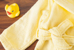 Badhanddoeken en Geel rubber duckies stock afbeeldingen