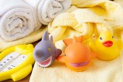 Badhanddoeken en Geel rubber duckies royalty-vrije stock foto