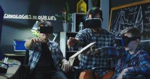 Badine la technologie de examen de VR dans le laboratoire photographie stock