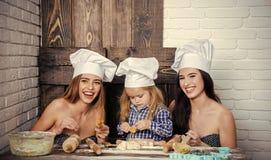 Badine le jour heureux d'enyoj Cuisson et cuisson faites maison Photographie stock libre de droits