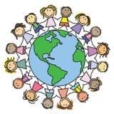 Badine le monde - enfants sur le globe Photo libre de droits