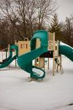 Badine le terrain de jeu en parc en hiver Photos libres de droits