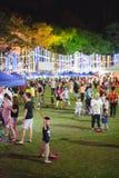 Badinez jouer avec le fabricant de mémoires à bulles au carnaval Image libre de droits