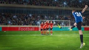 Badinez le joueur de football prenant un tir de pénalité sur un terrain de football Photos libres de droits