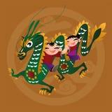 Badinez les amours jouant avec l'animal chinois de zodiaque - dragon Photos stock