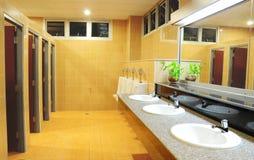 Badkamers in het bureau stock afbeelding
