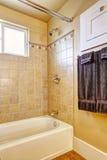 Badkamers met de versiering van de tegelmuur Royalty-vrije Stock Afbeeldingen