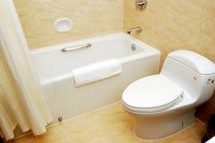 Badkamers met toilet stock afbeelding