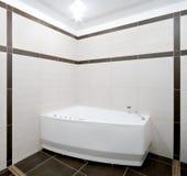 Badkamers in minimalismstijl Stock Afbeeldingen