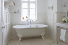 Badkuip in Badkamers Royalty-vrije Stock Fotografie