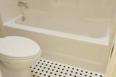 Badkuip en Toilet Royalty-vrije Stock Afbeeldingen