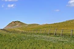 Badlands med gränsstaketet i North Dakota royaltyfri fotografi