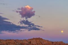 Badlands Moonset och soluppgång Royaltyfri Fotografi