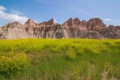 Badlands Nationaal Park - Landschap van weiden en geërodeerde rotsvormingen royalty-vrije stock foto