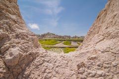 Badlands park narodowy - krajobraz obszary trawiaści i żlobić rockowe formacje zdjęcie royalty free